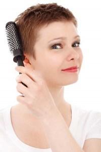 Nach einer Haarkur lassen sich die Haare leichter kämmen